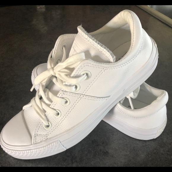 255f36e5171d Women s size 6 white leather Converse Tennis shoes. Converse.  M 5ca8dfcede696abc8efb84ad. M 5ca8dfed138e189bcc9399b6.  M 5ca8dff2ffc2d40f7ed99a5b